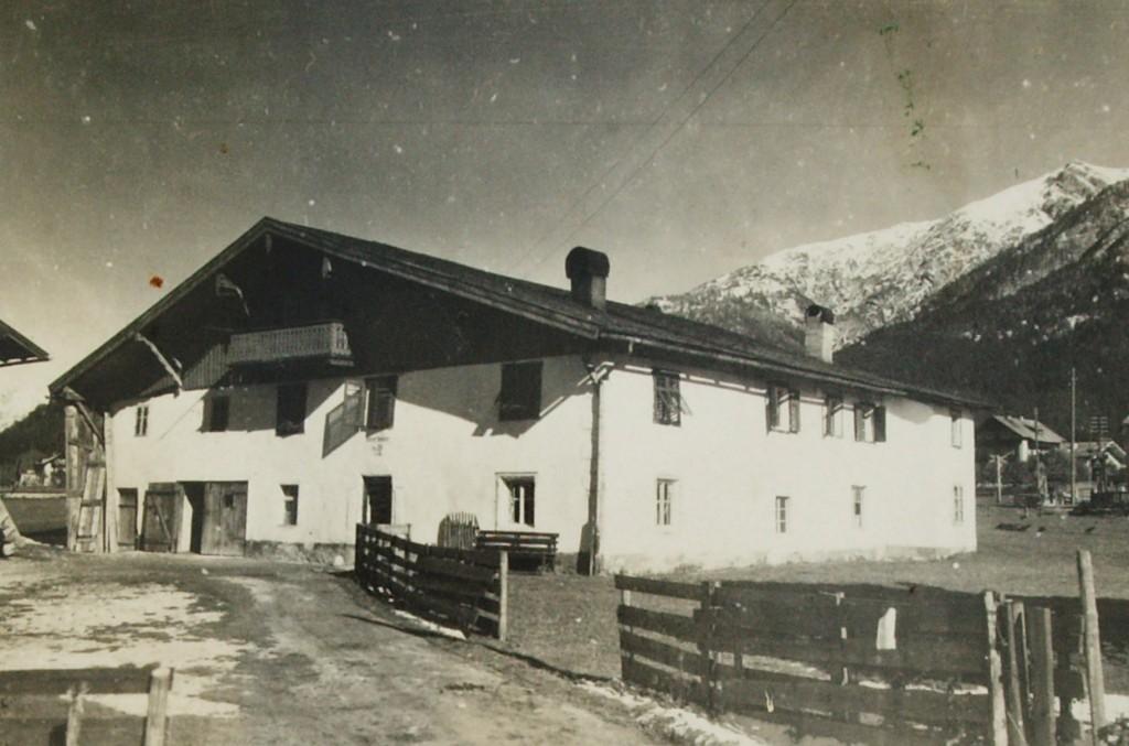 """In diesem Haus in Seefeld kommt Balthasar Neuner 1804 auf die Welt - cà 150 Jahre vor Entstehung dieser historischen Aufnahme. Heute steht hier das Hotel """"Elite"""""""
